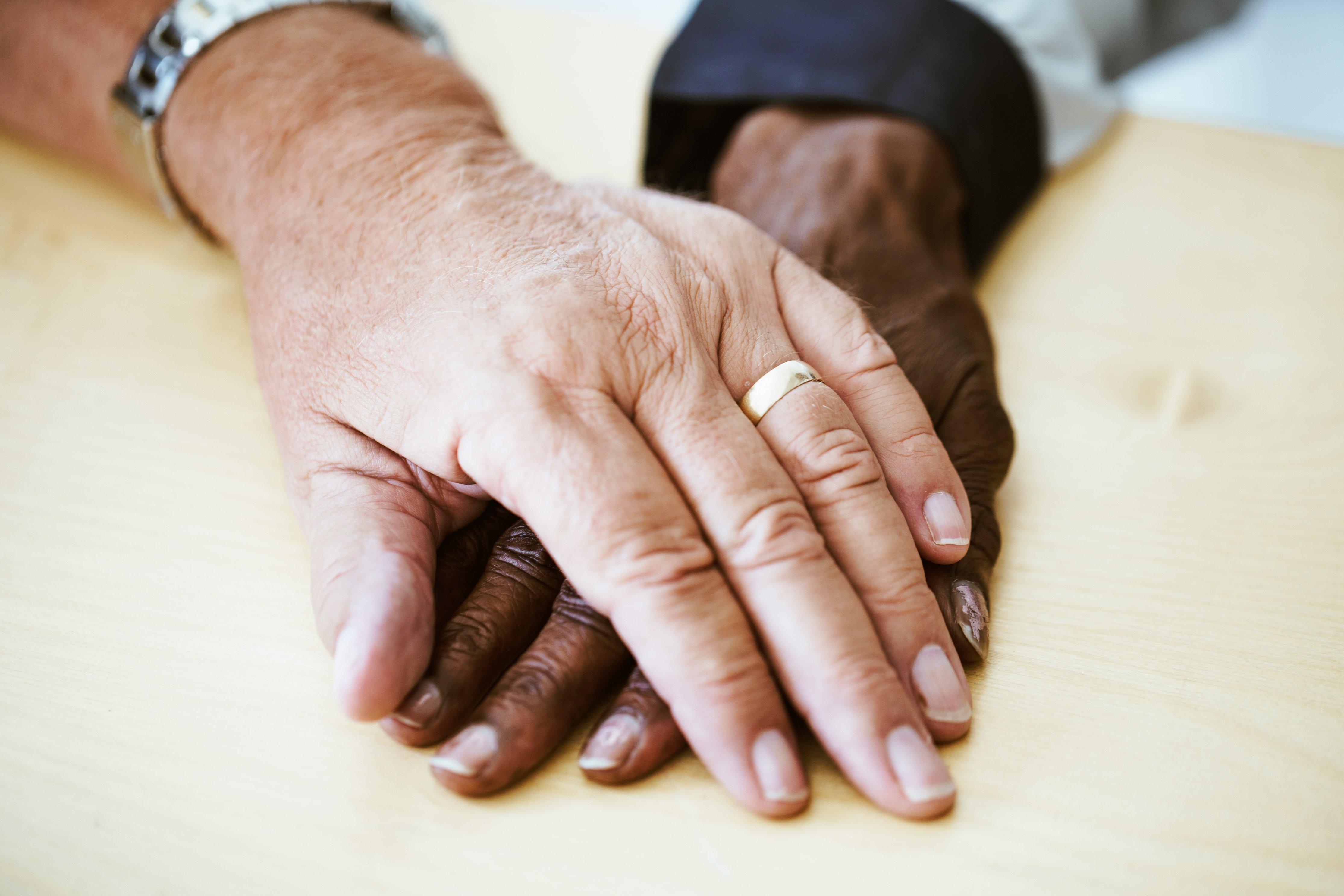 Blog_Lockdown_OneYearOn_Aged-Couple-Hands_PhotoCredit_Nicole De Khors_BurstShopify